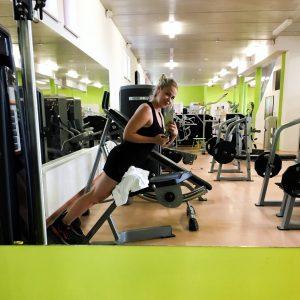 Rückenstrecker Übung Fitnessstudio